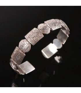 Design Joined Silver Shield Bracelet