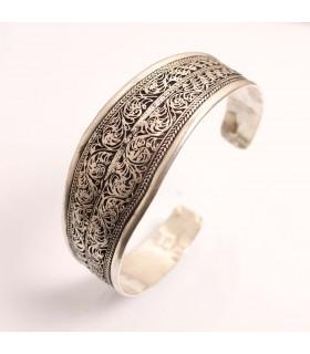 Elegant cuff bracelet