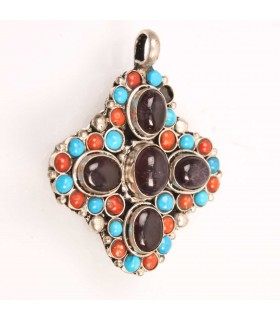 Stone and beads crafted pendent