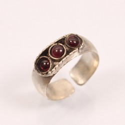 Three Stone Finger Ring